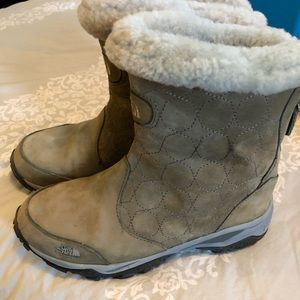 The North Face snow Boots, size 7